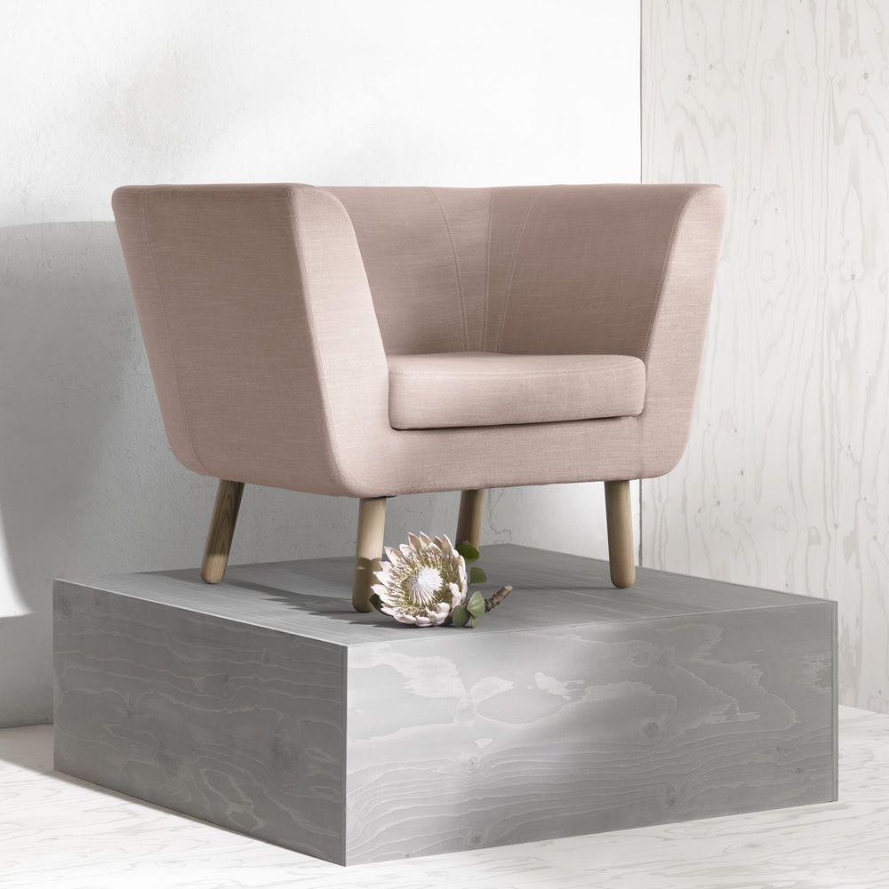 nest p sessel mit gestell und beine aus holz gepolstert und mit stoff bezogen in. Black Bedroom Furniture Sets. Home Design Ideas