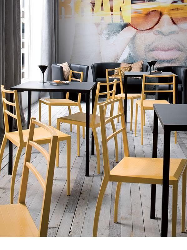 Simply per bar e ristoranti tavolo impilabile per bar in metallo diverse misure e colori - Tavolo con sedie diverse ...