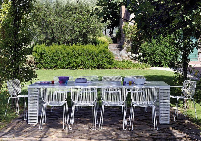 Ivy t tavolo emu in metallo piano in teak o lamiera for Emu tavoli da giardino