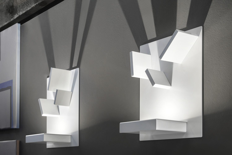 Domino lampada a parete di design con elementi for Lampada ufficio design