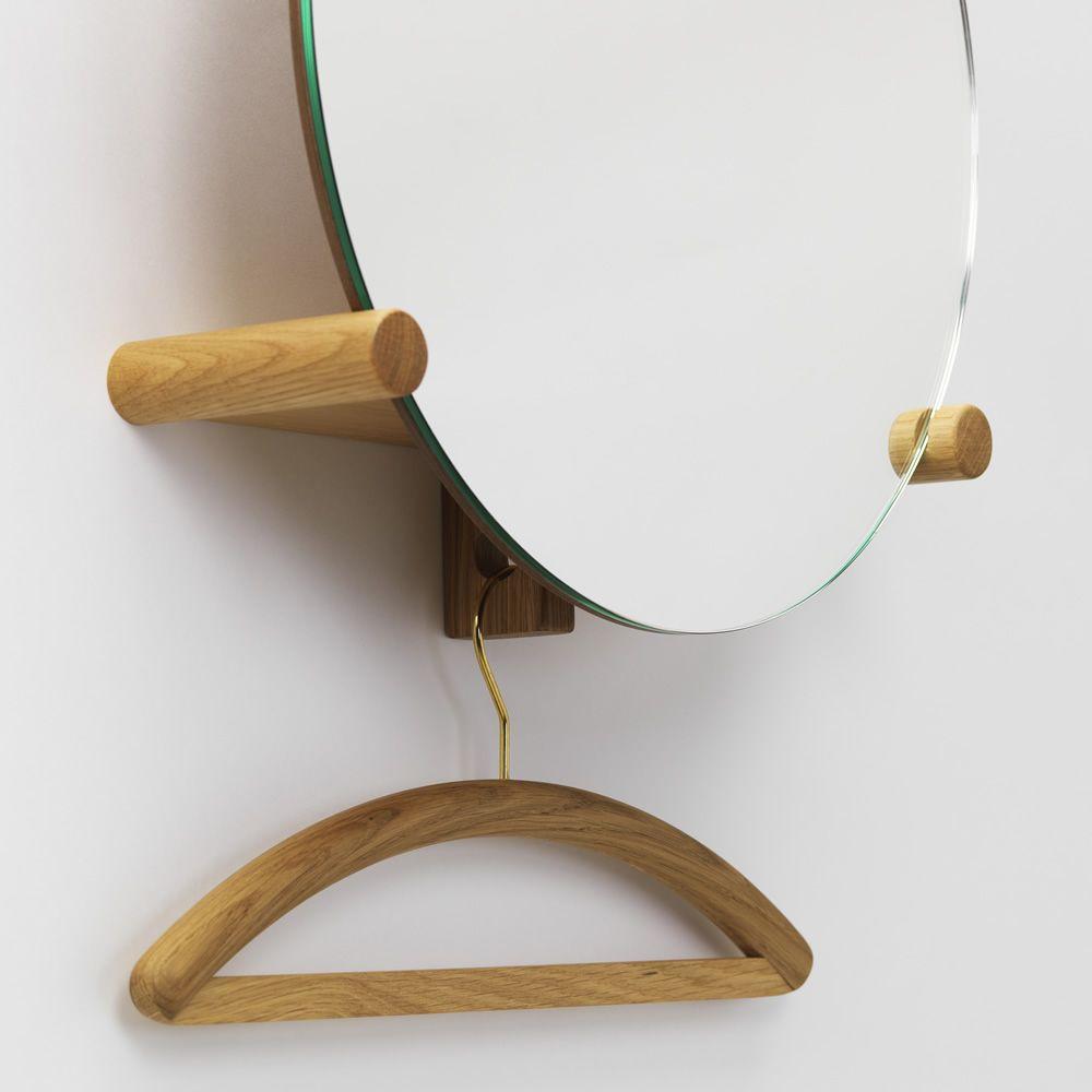 june spiegel mit wandbrett und kleiderhaken aus holz in verschiedenen farben verf gbar. Black Bedroom Furniture Sets. Home Design Ideas