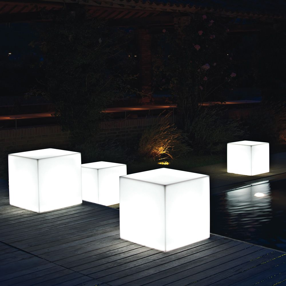 pouf star light pouf de jardin en r sine avec syst me d 39 clairage int gr deux tailles. Black Bedroom Furniture Sets. Home Design Ideas