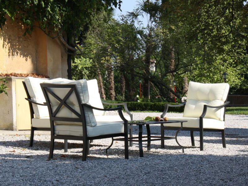 kit esterno 15 set f r den au enbereich mit metallgestell sofa 2 sessel und tisch sediarreda. Black Bedroom Furniture Sets. Home Design Ideas