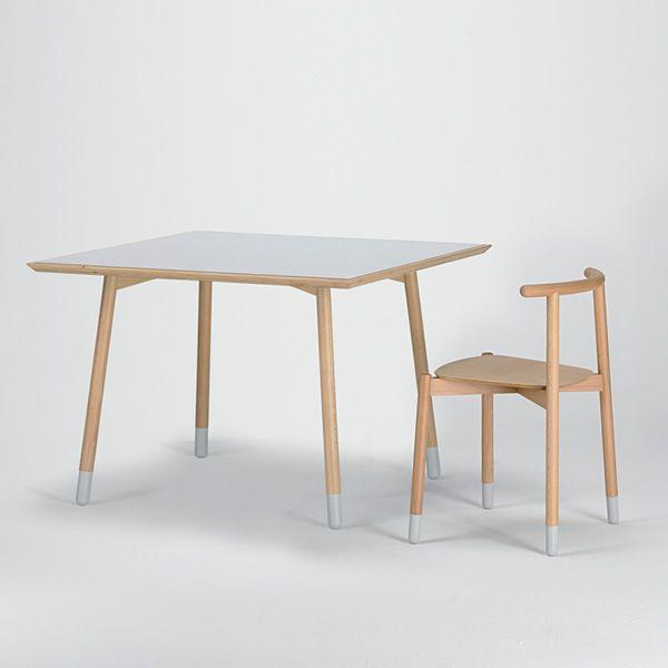 Stick t tavolo fisso valsecchi in legno con piano in for Tavolo rotondo legno chiaro
