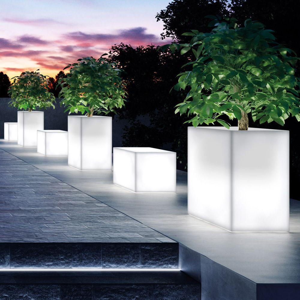 Daisy light fioriera in resina da esterno con luce - Luce per giardino ...