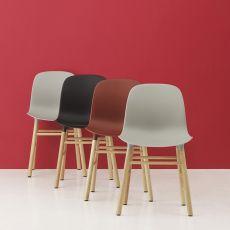 Form-W - Sedia Normann Copenhagen in legno, seduta in polipropilene, diversi colori disponibili