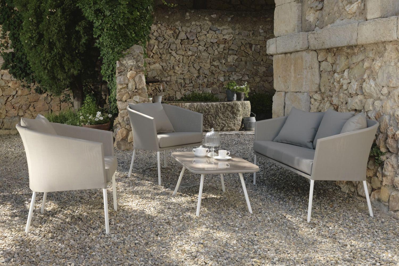 Amy set set design da giardino divano 2 poltrone e un for Poltrone da giardino offerte