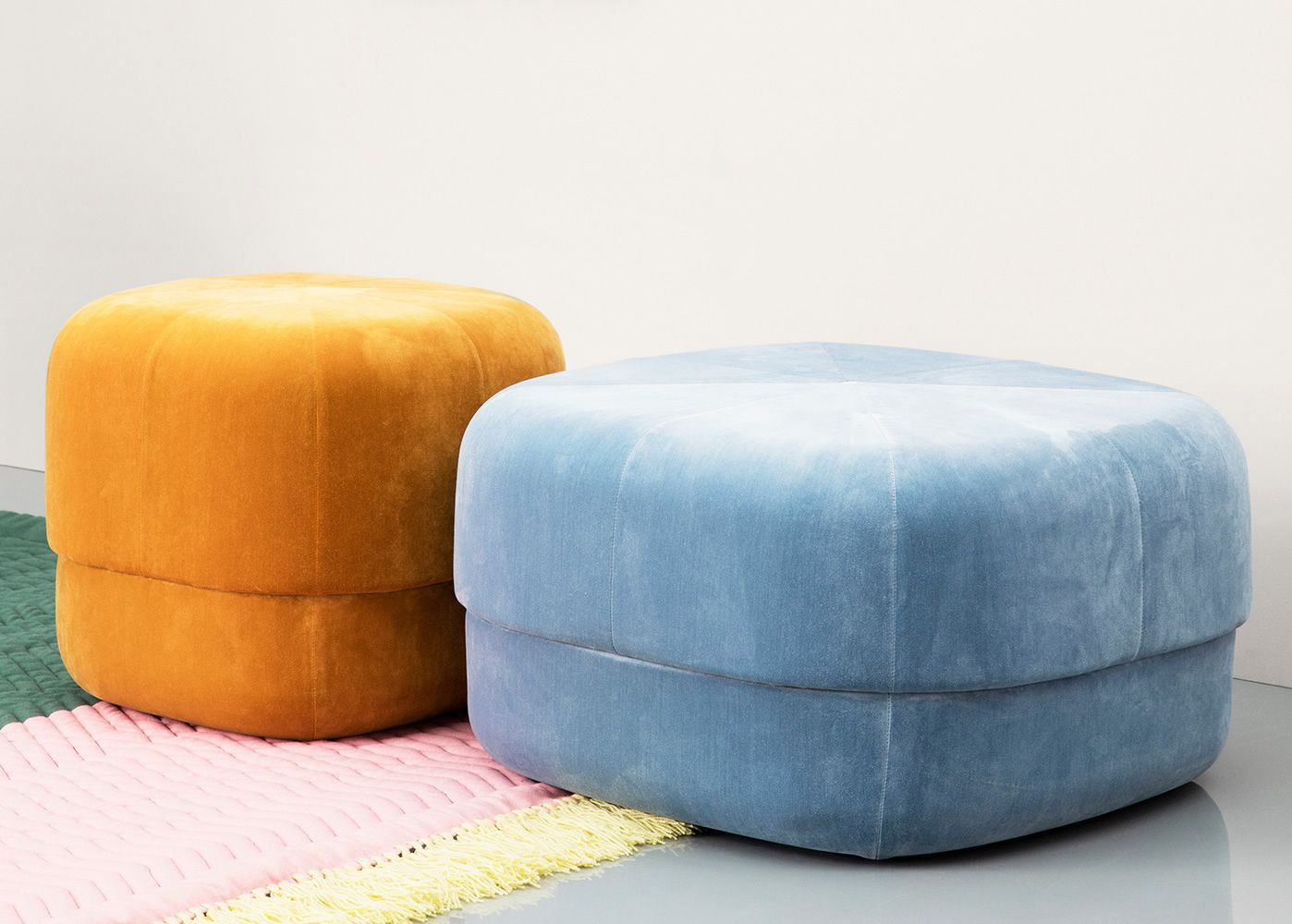 circus pouf normann copenhagen con tapizado en terciopelo. Black Bedroom Furniture Sets. Home Design Ideas