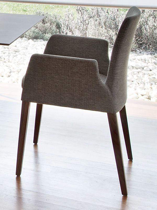 ensemble p moderner stuhl mit armlehnen von tonon gepolstertes holz verschiedene farben. Black Bedroom Furniture Sets. Home Design Ideas
