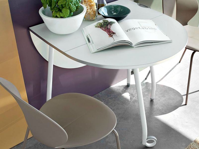 cb4062 o blitz klappbarer tisch connubia calligaris aus metall und melamin mit rollen. Black Bedroom Furniture Sets. Home Design Ideas