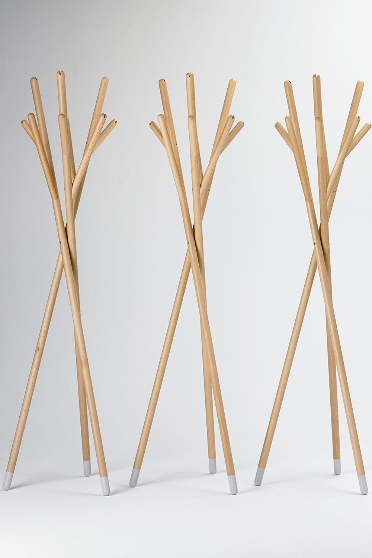 stick portemanteau design valsecchi en bois disponible dans diff rentes couleurs sediarreda. Black Bedroom Furniture Sets. Home Design Ideas