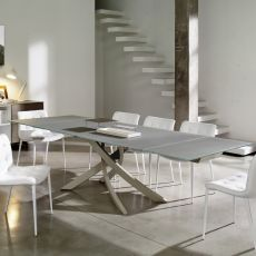 Artistico Glass Ext - Table design de Bontempi Casa, à rallonges 160(240)x106 cm, comportant un oiétement central en métal et un plateau en verre, disponible en différentes couleurs