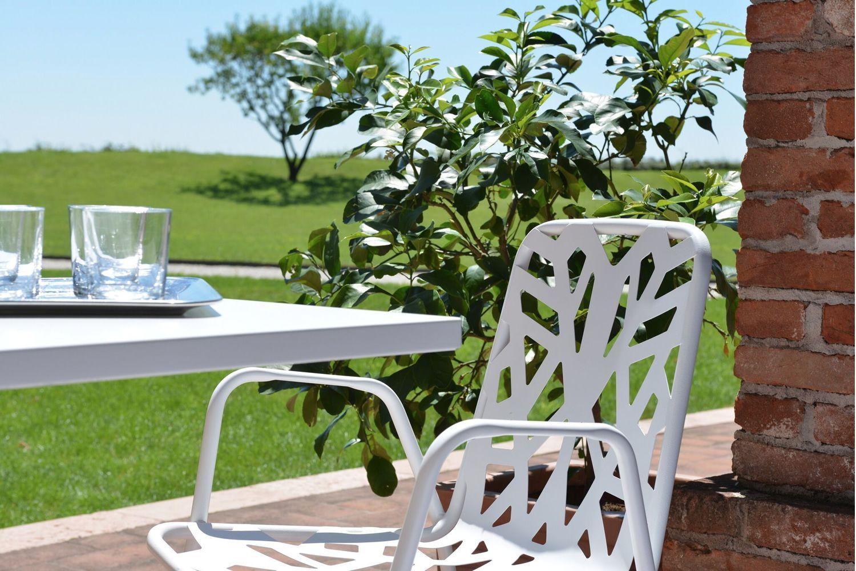 rig71p chaise en m tal avec accoudoirs empilable pour le jardin sediarreda. Black Bedroom Furniture Sets. Home Design Ideas