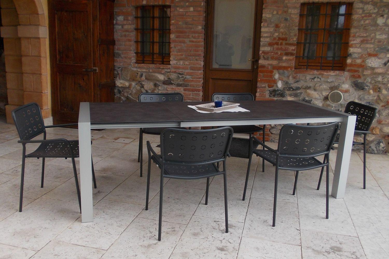 Rig85 tavolo in alluminio piano in hpl diversi colori for Tavolo hpl