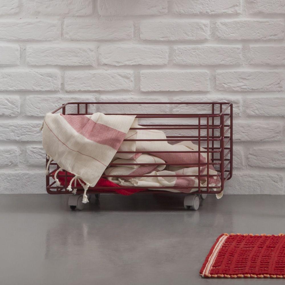 sapone c panier linge en m tal sur roulettes. Black Bedroom Furniture Sets. Home Design Ideas