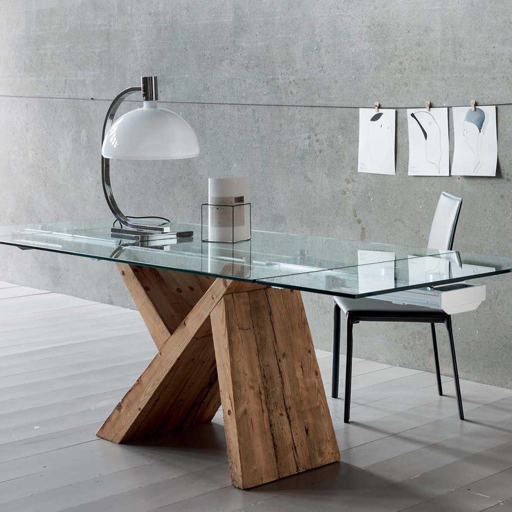 Akeo a mesa de madera extensible con tapa en cristal for Mesas de madera con cristal
