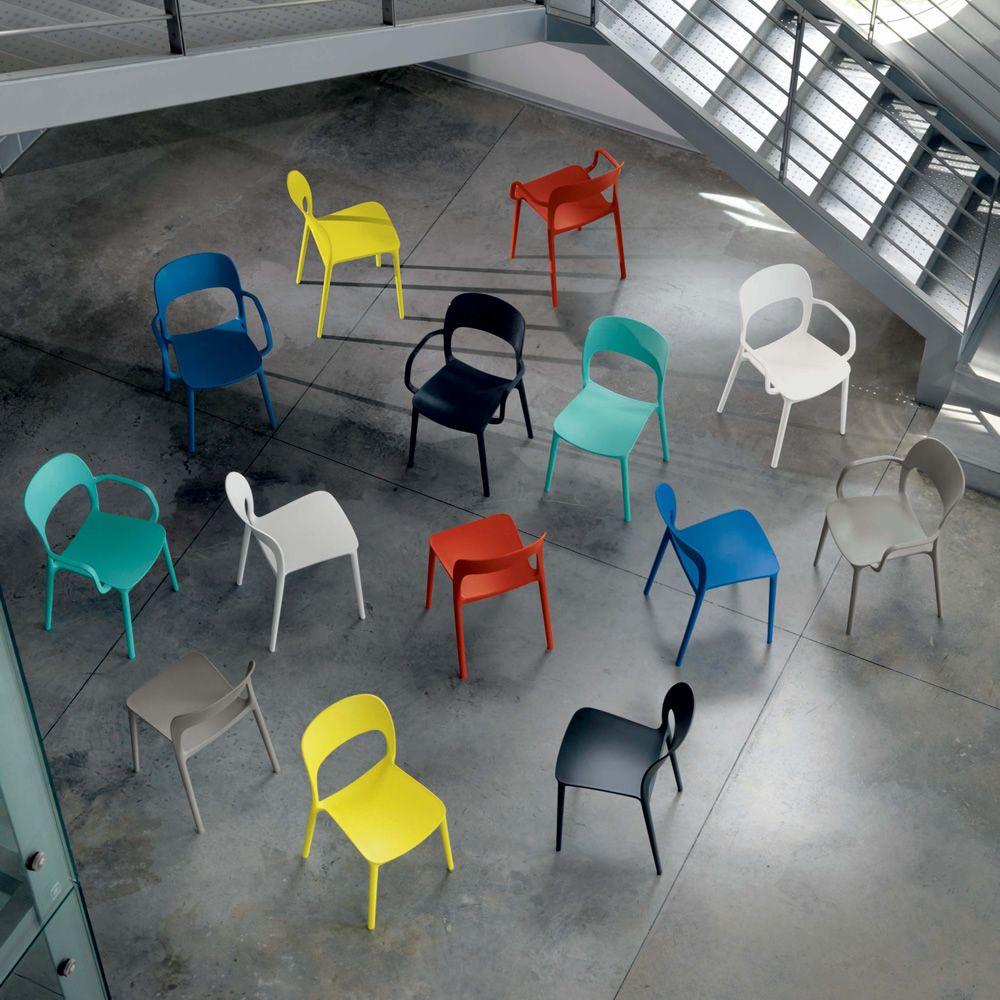 Gipsy silla apilable para bares y restaurantes con o for Sillas polipropileno diseno