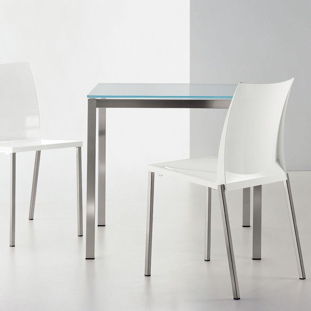 kuadro f r bars und restaurants tisch aus metall f r bars und restaurants mit platte aus. Black Bedroom Furniture Sets. Home Design Ideas