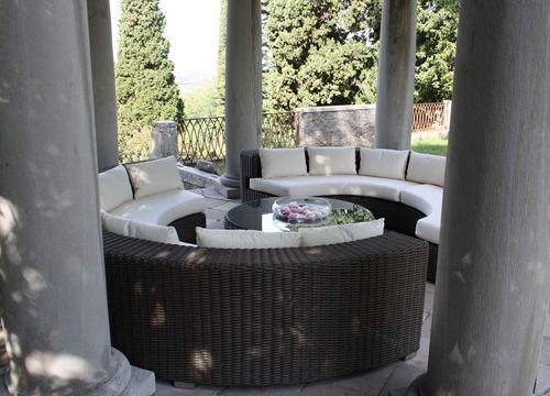 atollo set de jardin pour ext rieur avec deux canap s semicercle et table basse ronde en. Black Bedroom Furniture Sets. Home Design Ideas
