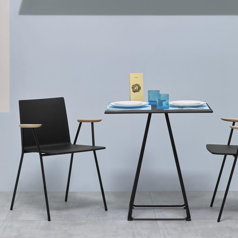 lunar pour bars et restaurants pi tement pour table de bar en m tal disponible en. Black Bedroom Furniture Sets. Home Design Ideas