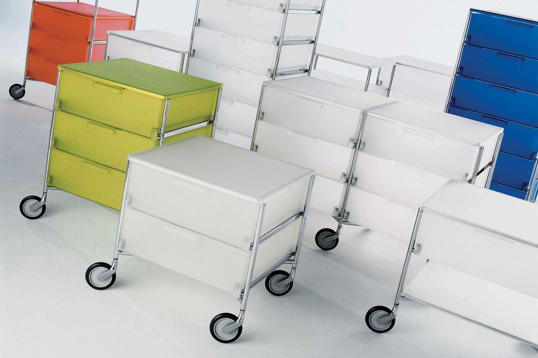 mobil container mit schubladen von kartell aus metall und methacrylat mit oder ohne r der in. Black Bedroom Furniture Sets. Home Design Ideas