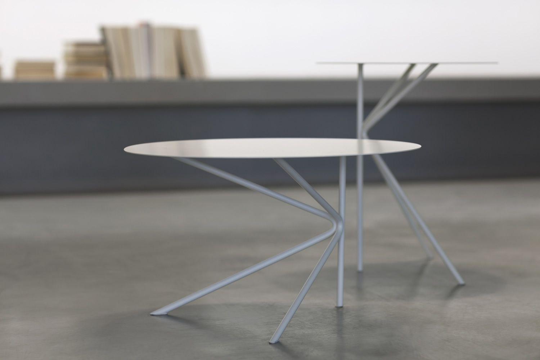 Twin tavolino rotondo di design in metallo disponibile in