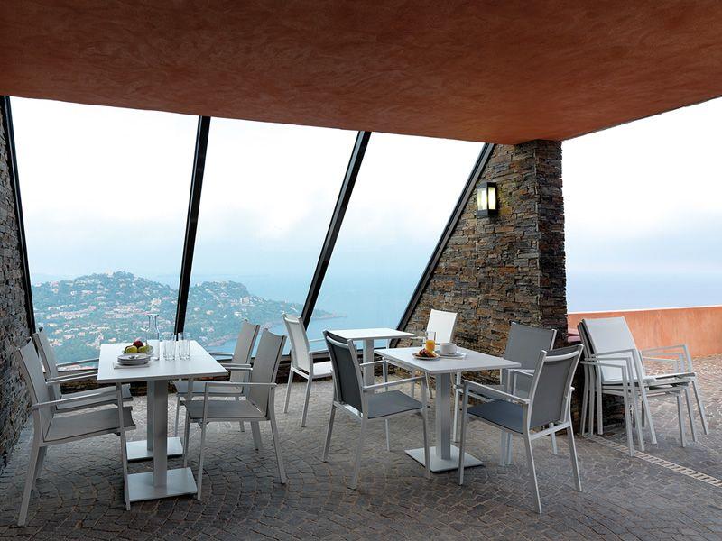 Maiorca pour bars et restaurants table en m tal pour l for Table exterieur restaurant