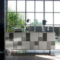 Glass-L - Madia Dall'Agnese in metallo e impiallacciato, diversi colori disponibili, tre ante con formelle decorative in vetro colorato