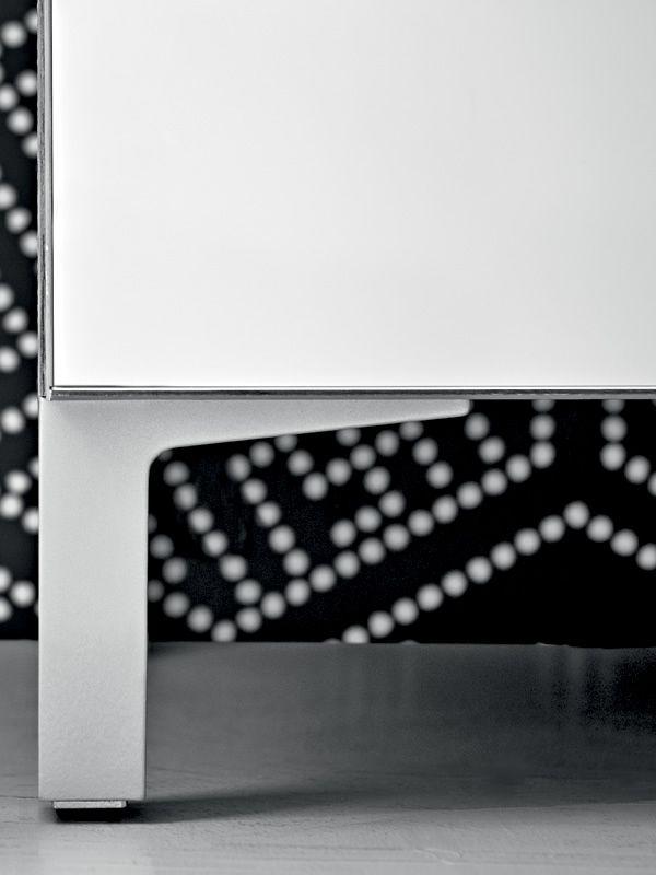 linear eingangsm bel schuhschrank mit spiegelschrankt ren verschiedene vorr tige farben. Black Bedroom Furniture Sets. Home Design Ideas