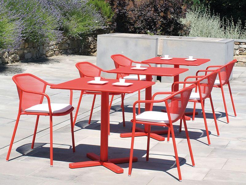 Darwin p sedia con braccioli emu in metallo impilabile per giardino sediarreda - Emu tavoli da giardino ...
