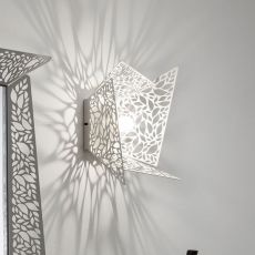 Leaf M - Wall lamp in metal, LED, available in several colours