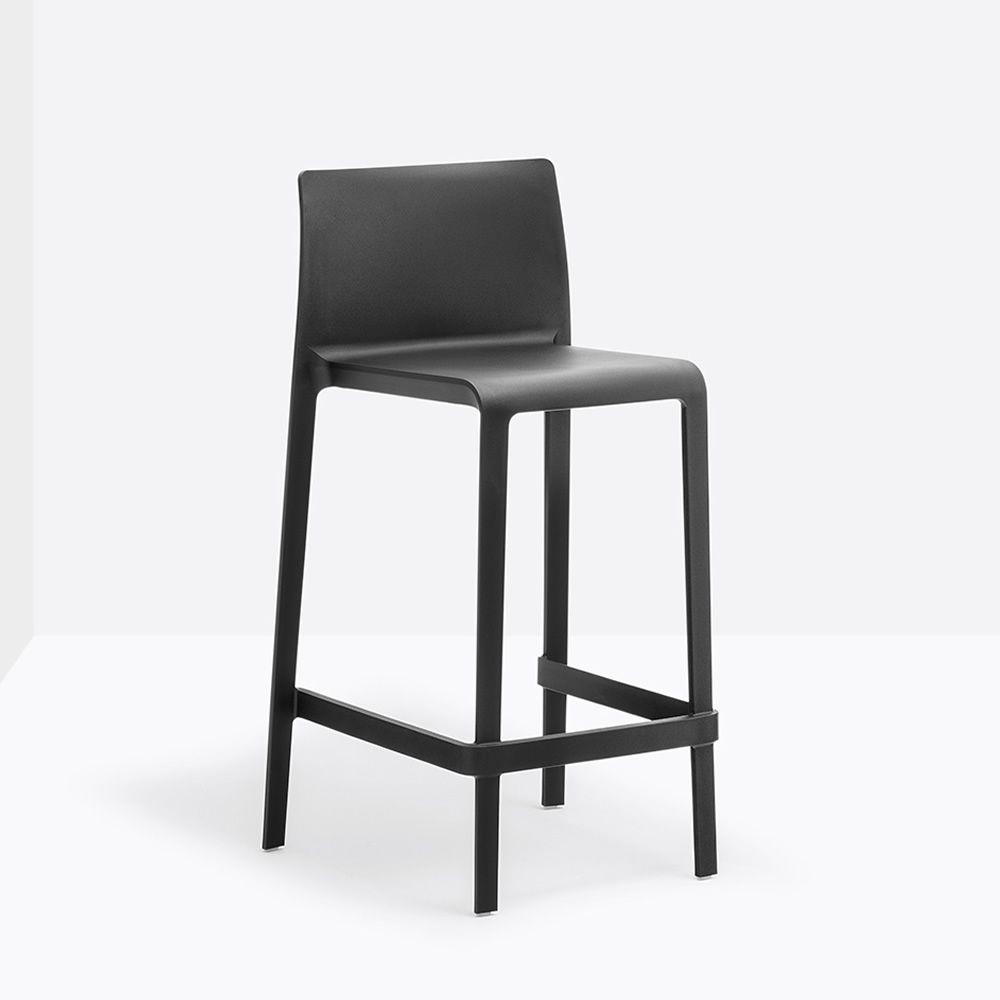 volt 678 tabouret pedrali en polypropyl ne hauteur assise 66 ou 76 5 cm empilable aussi pour. Black Bedroom Furniture Sets. Home Design Ideas