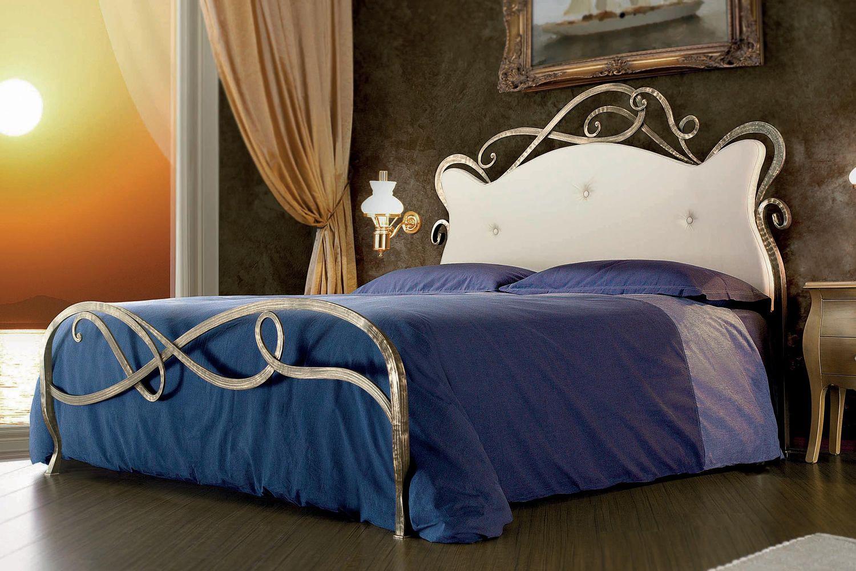 Florenzia letto matrimoniale in ferro battuto con testata imbottita disponibile in diverse - Testata letto matrimoniale ferro battuto ...
