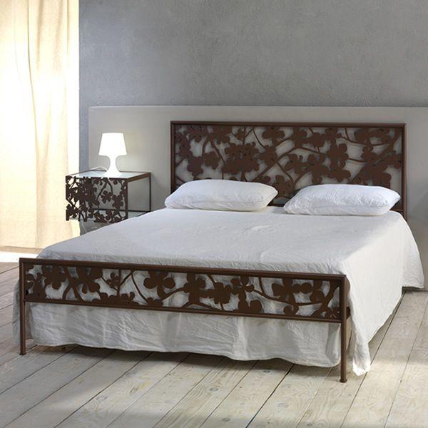 Flower cama matrimonial de hierro y malla met lica for Cama matrimonial con cama individual abajo