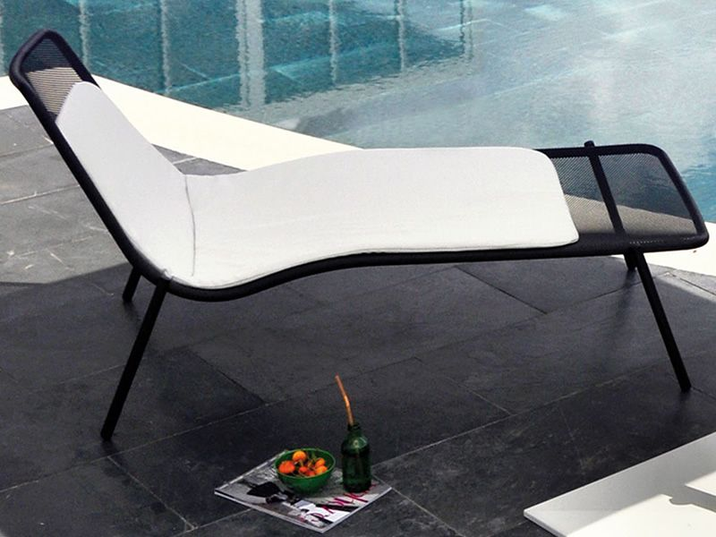 Round L Emu Sun Lounger In Metal Stackable For Garden