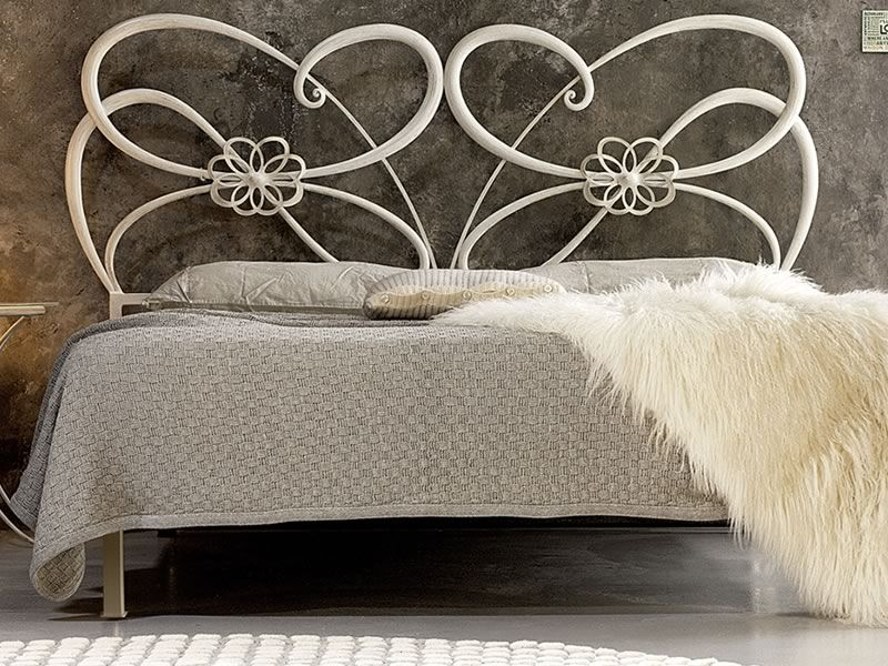 tango lit double en fer forg de couleur blanc et or. Black Bedroom Furniture Sets. Home Design Ideas