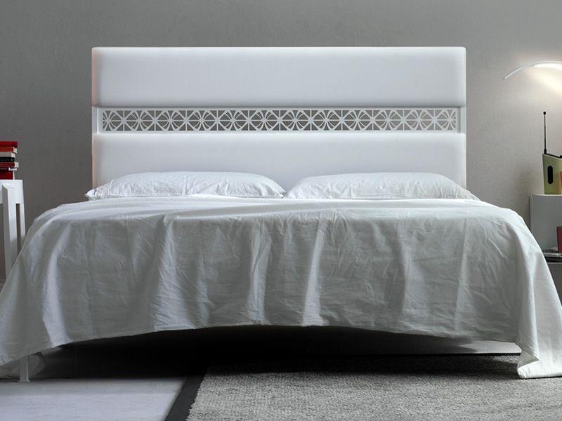 Ajour  Lit en fer peint en blanc, tête de lit en écocuir