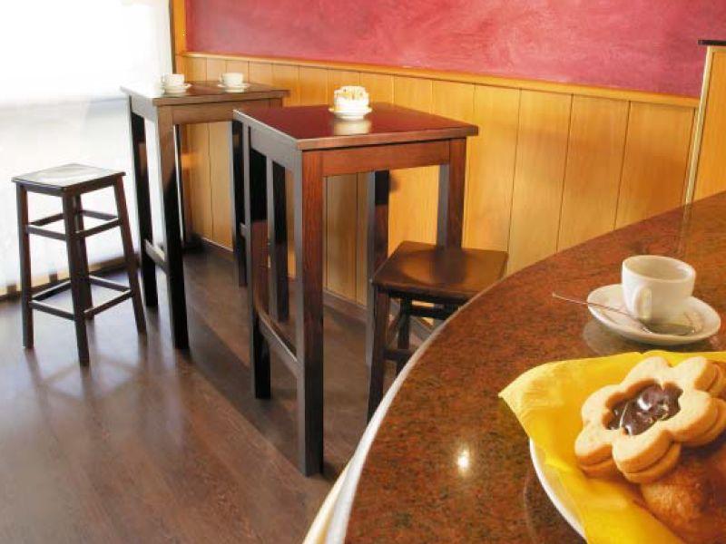 Hetre Bois Traduction : DT86 pour Bars et Restaurants – Table haut en bois pour bar et