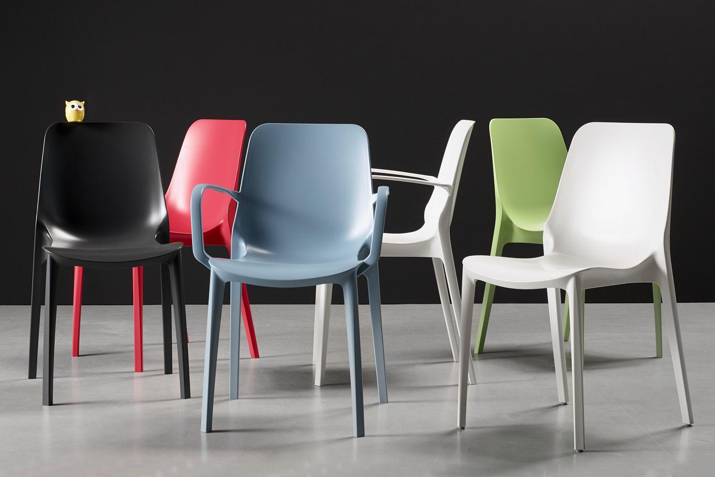 Ginevra sedia in tecnopolimero di vari colori impilabile