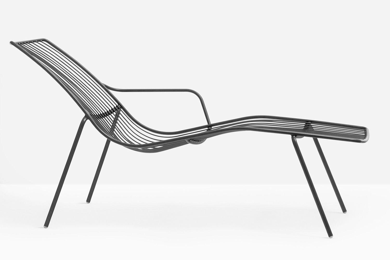 Nolita chaise longue pedrali sunbed in metal for outdoor for Chaise longue en aluminium