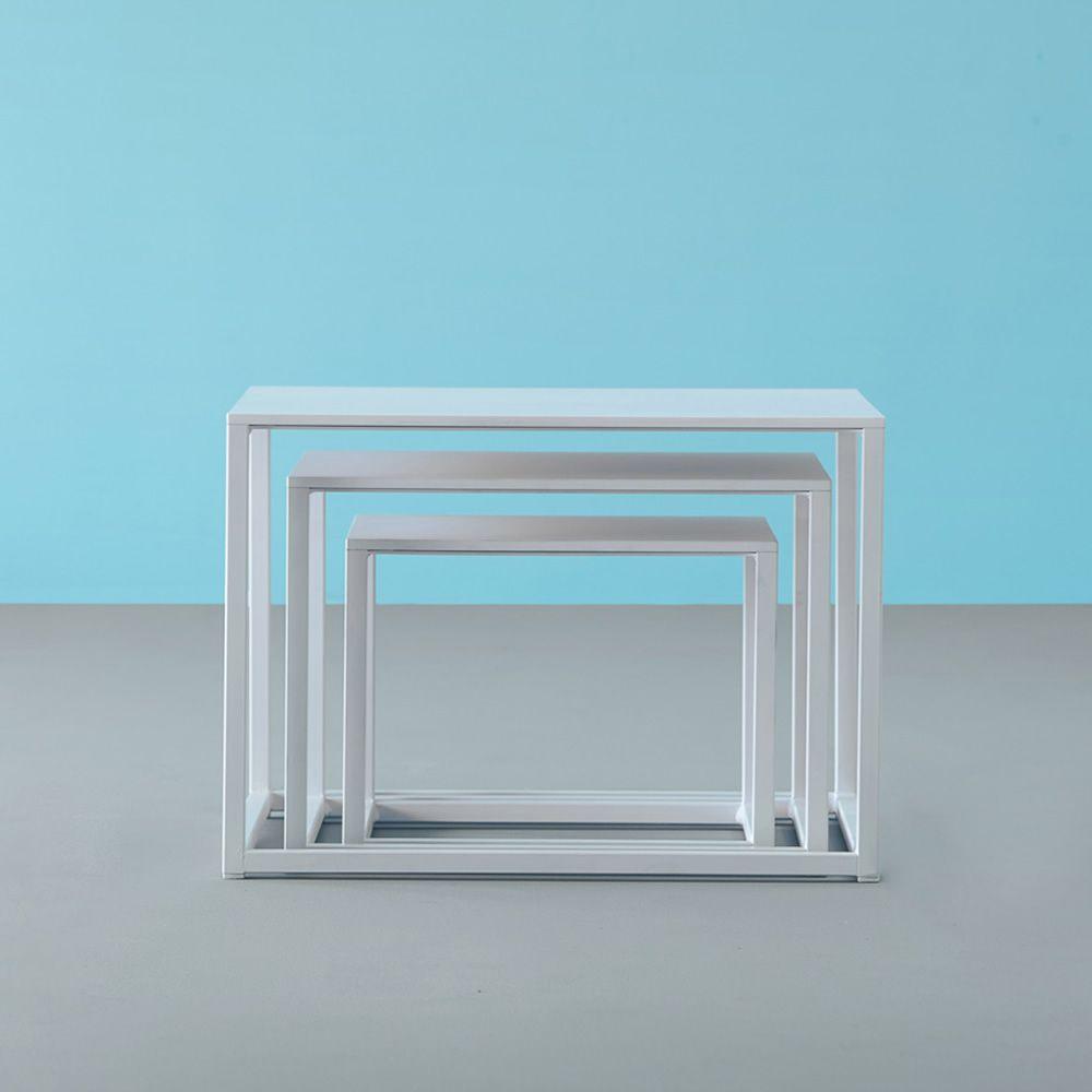 code designer beistelltisch pedrali aus metall mit laminatplatte in weiss oder schwarz in. Black Bedroom Furniture Sets. Home Design Ideas