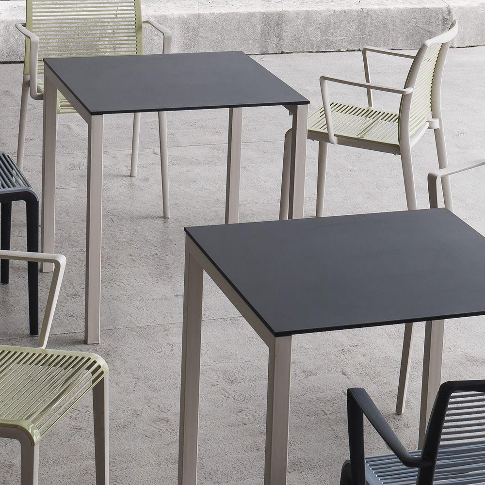 Claro tavolo in metallo anche per esterno disponibile for Tavoli e sedie per esterno