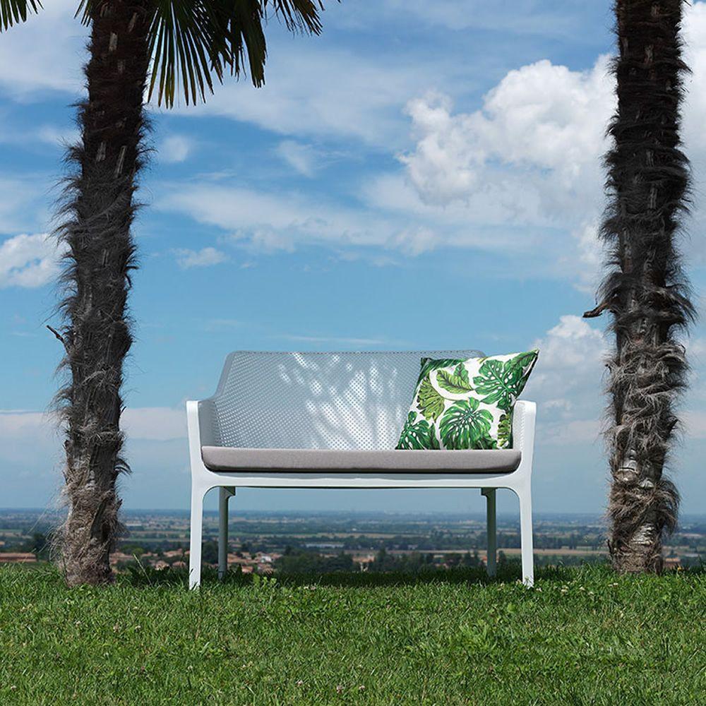 net bench sitzbank aus polypropylen stapelbar mit sitzkissen auch f r den garten sediarreda. Black Bedroom Furniture Sets. Home Design Ideas