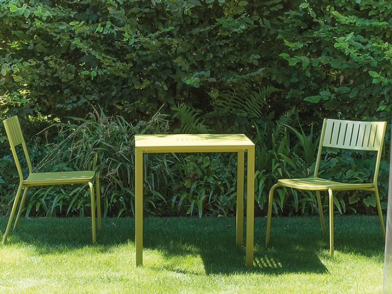 Jolly table emu en m tal empilable plan de travail carr de diff rentes mesures pour jardin - Table jardin emu rennes ...