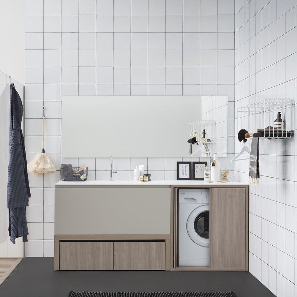 Acqua e sapone e mobile bagno con piano e lavabo for Cassettone bagno