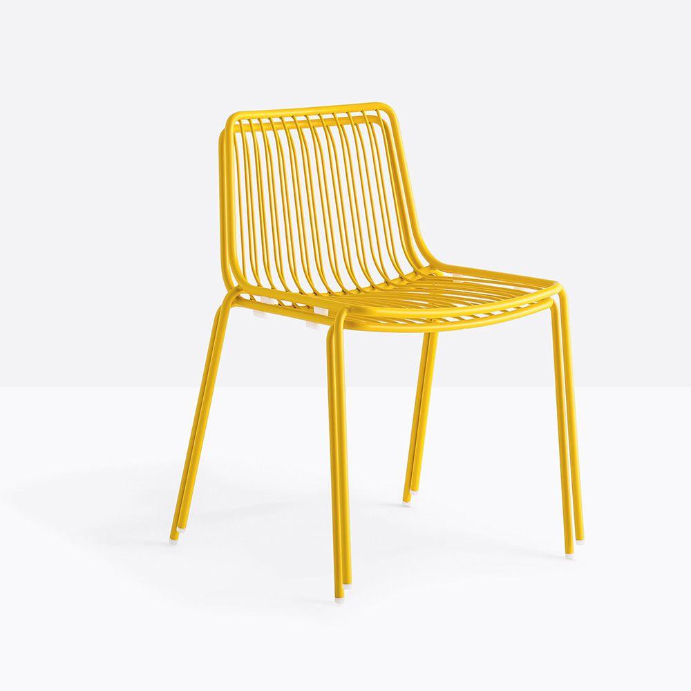 Genial Nolita   Gestapelte Gartenstühle, Aus Metall In Der Farbe Gelb Lackiert,  Mit Niedriger Rückenlehne