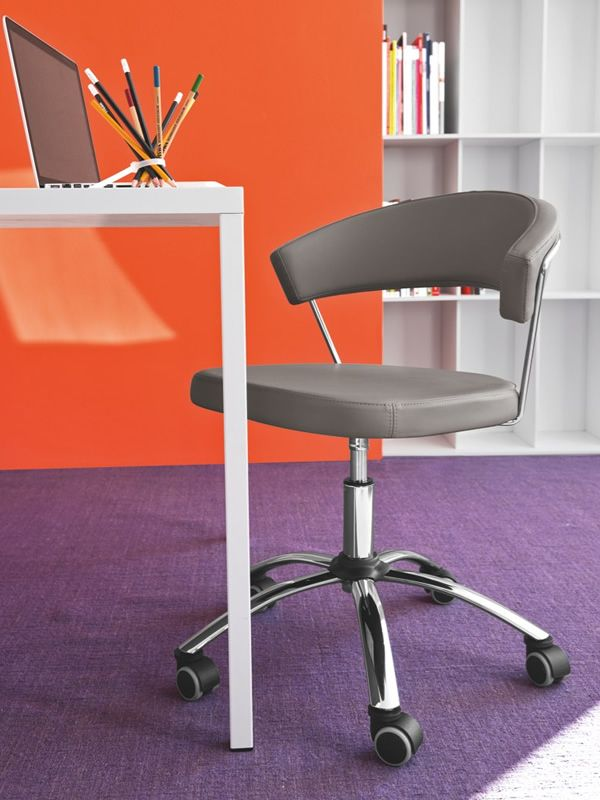 cb624 new york b rostuhl connubia calligaris drehbar und verstellbar mit bezug aus leder. Black Bedroom Furniture Sets. Home Design Ideas