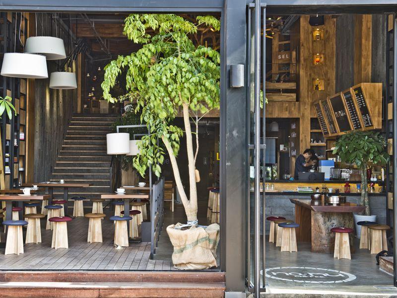 Bottone sgabello basso in legno con seduta imbottita for Sgabelli di design