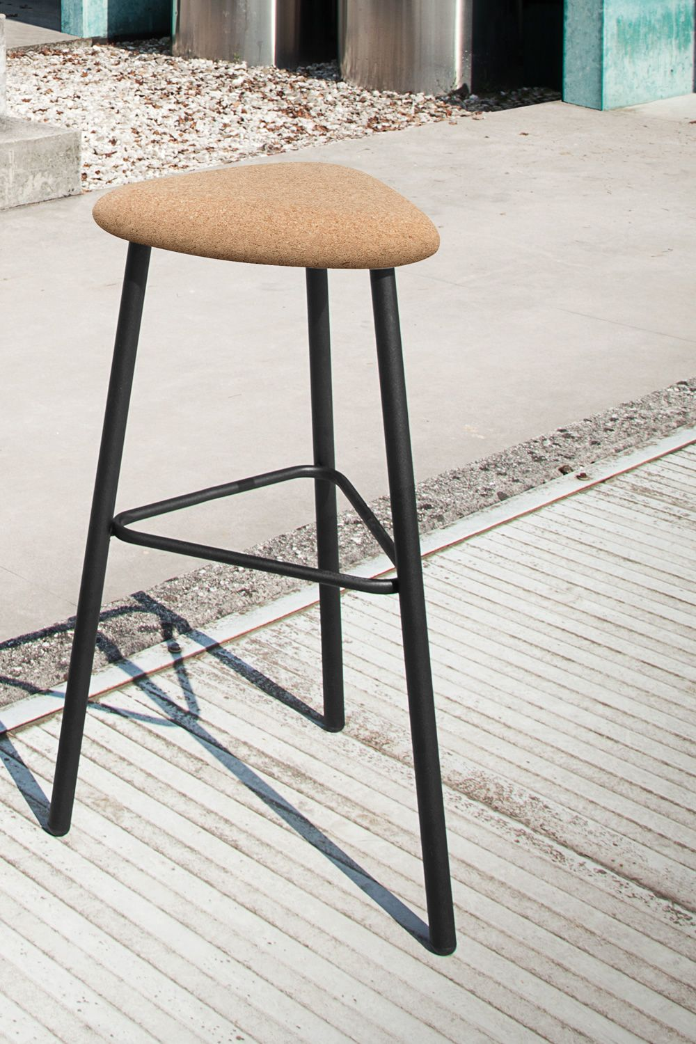 Pick domitalia stool made of metal cork seat or covered for Table triangulaire