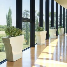 Il Vaso - Vase Slide en polyéthylène, disponible en différentes couleurs, avec ou sans système d'éclairage et idéal pour le jardin